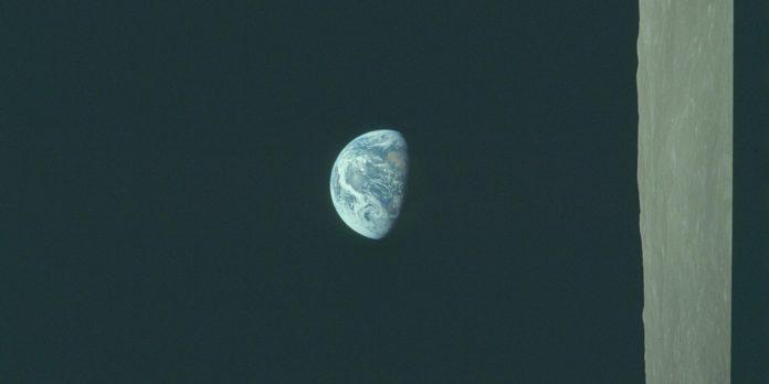 Earthrise Correct Orientation